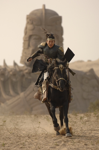 Jet Li montando a caballo en The Mummy 3